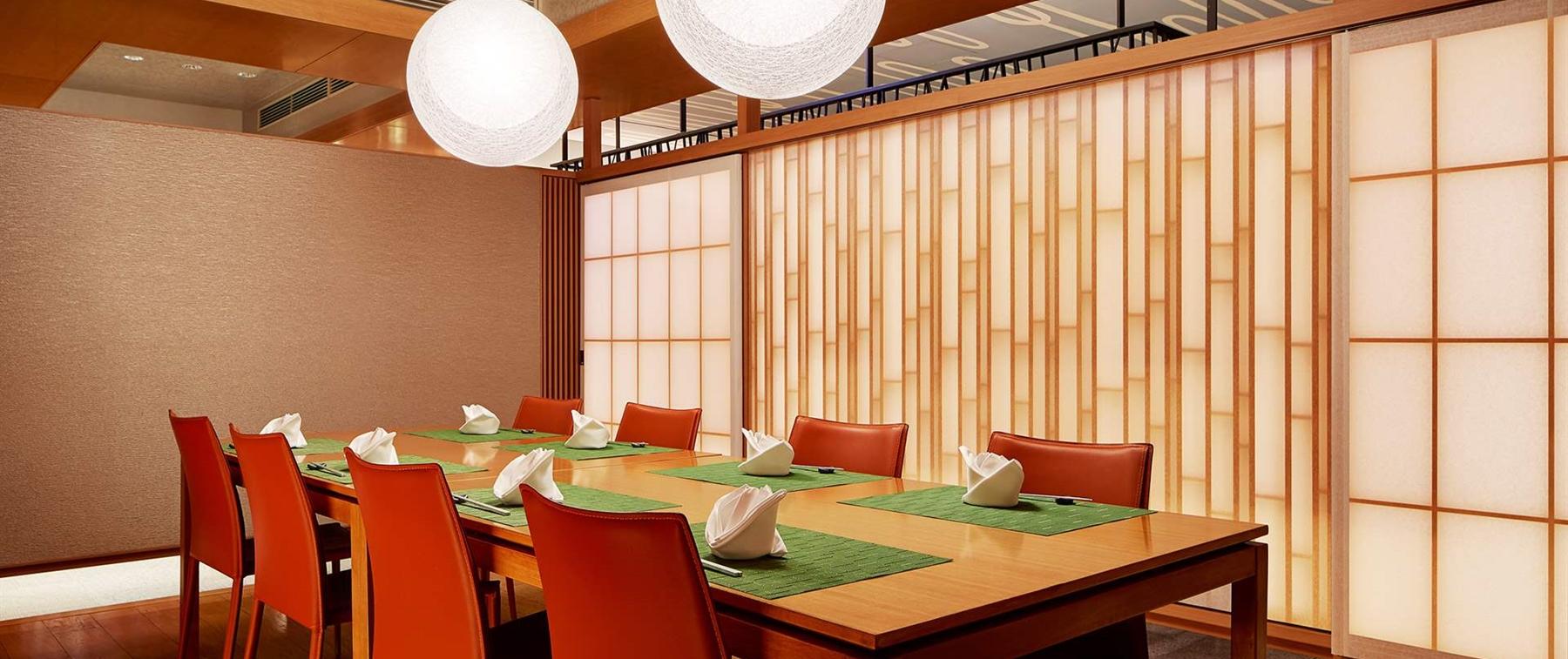一夜限りの鉄板焼、鮨イベント毎月開催。